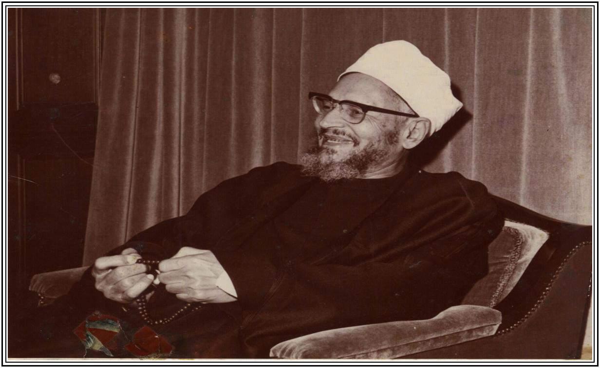 تصویر دکتر عبدالحلیم محمود شیخ الازهر  و صحیفه سجادیه